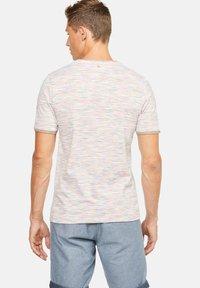 Colours & Sons - MARIO - T-Shirt print - orange - 1