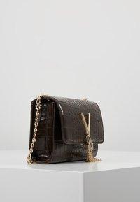 Valentino Bags - AUDREY - Sac bandoulière - caffe - 3