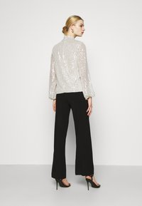 Nly by Nelly - HIGH NECK SEQUIN BLOUSE - Topper langermet - grey - 2