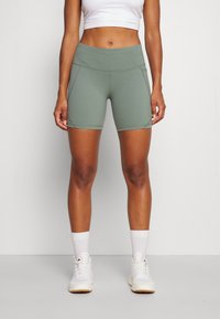 Sweaty Betty - POWER BIKER SHORTS - Punčochy - heath green - 0