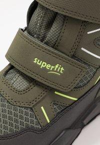 Superfit - ROCKET - Zimní obuv - grün/gelb - 5