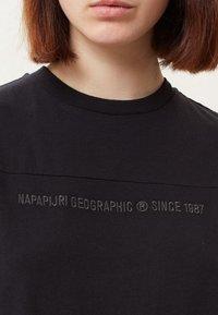 Napapijri - SAIT  - Print T-shirt - black - 4
