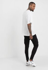 Only & Sons - ONSWF KENDRICK - Pantalon de survêtement - black - 2
