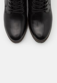 Tamaris Pure Relax - BOOTS RELAXED FIT - Snørestøvletter - black - 5