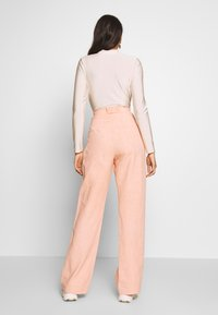 Bec & Bridge - CLUB PANT - Kalhoty - peach - 2
