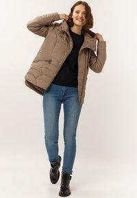 Finn Flare - MIT ASYMMETRISCHEM REISSVERSCHLUSS - Winter jacket - toffy - 1