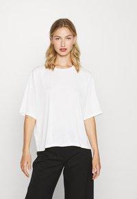 DORA - Jednoduché triko - white