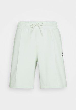 CLASSICS PINTUCK - Shorts - green