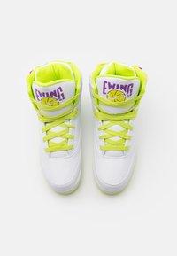 Ewing - Zapatillas altas - white/lime punch/dewberry - 3
