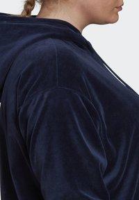 adidas Originals - VELOUR TREFOIL HOODIE (PLUS SIZE) - Hoodie - blue - 6