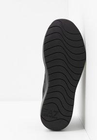 EA7 Emporio Armani - Sneakers - triple black - 4