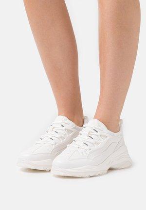 SIERIAA - Sneakersy niskie - white
