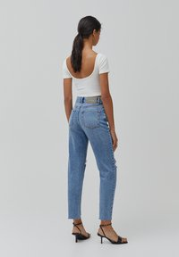 PULL&BEAR - MOM - Jeansy Relaxed Fit - light blue - 2