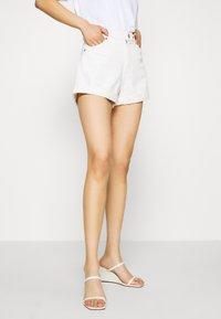 Monki - Jeansshort - white light ecru - 0