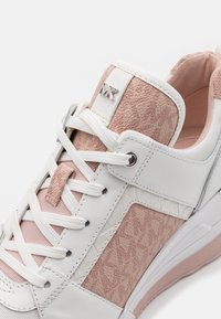 MICHAEL Michael Kors - GEORGIE TRAINER - Zapatillas - optic white/soft pink - 6
