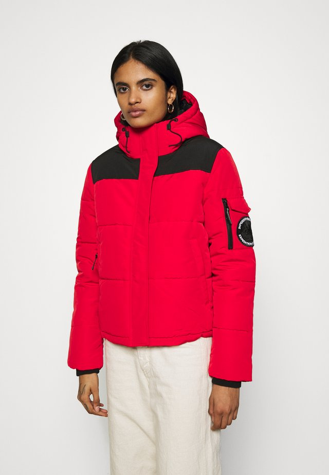 QUILTED EVEREST JACKET - Kurtka zimowa - high risk red