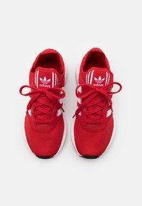 adidas Originals - SWIFT RUN X UNISEX - Sneakers - scarlet/footwear white/core black - 3