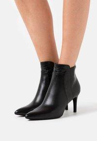 s.Oliver BLACK LABEL - Kotníková obuv - black - 0