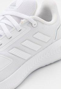 adidas Performance - RUNFALCON 2.0 UNISEX - Juoksukenkä/neutraalit - footwear white/grey three - 5