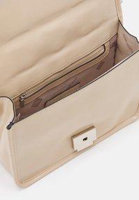 Steve Madden - BMATTER - Across body bag - cream - 2