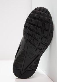 Nike Sportswear - HUARACHE RUN ULTRA (PS) - Sneakers - black - 4