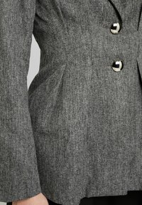4th & Reckless - WASHINGTON WITH PLEATED DETAIL AND BUTTONS - Blazer - grey - 5