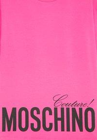 MOSCHINO - MAXI OVERSIZE - Print T-shirt - fuxia - 2