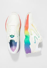 adidas Originals - YUNG-96 CHASM - Matalavartiset tennarit - white/multi-coloured - 1