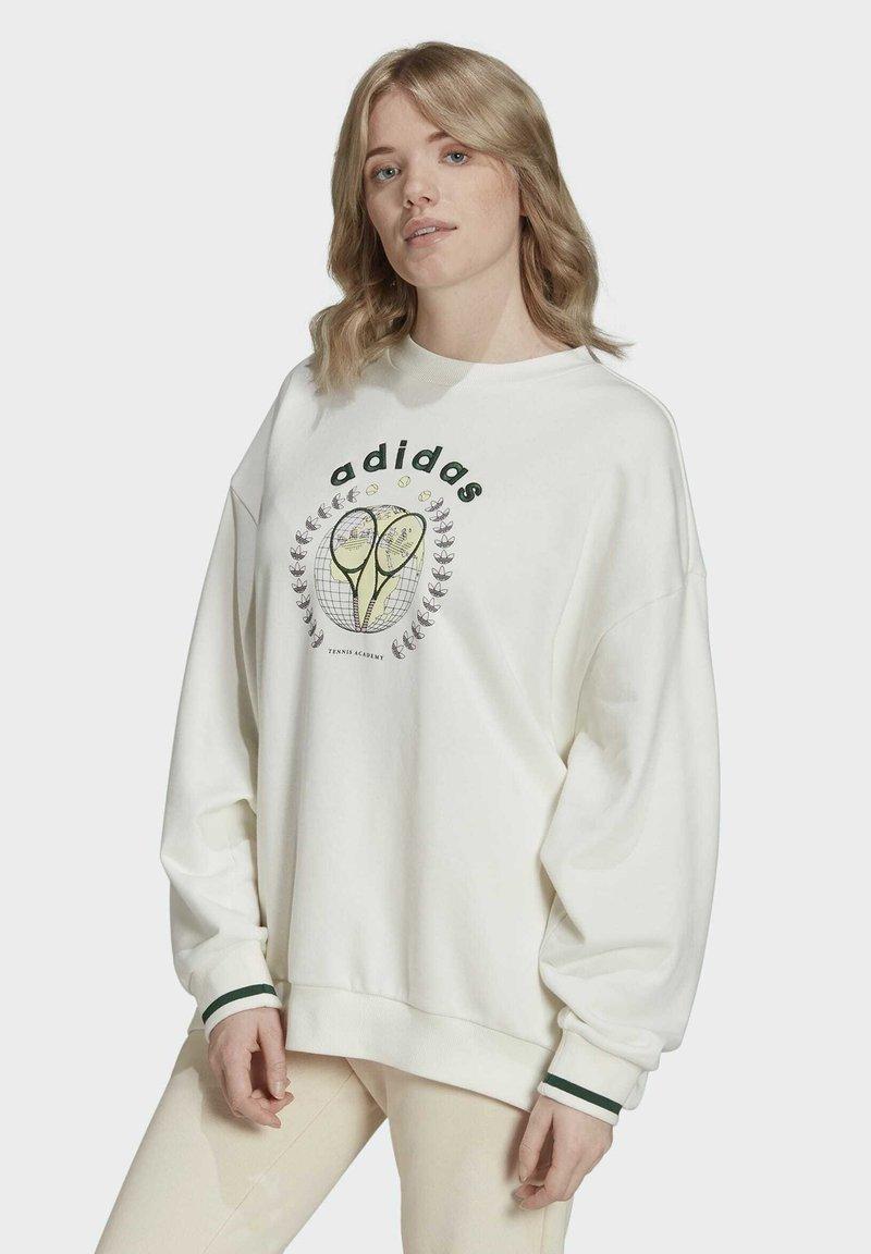 adidas Originals - TENNIS LUXE GRAPHIC SWEATER ORIGINALS PULLOVER - Sweatshirt - off white