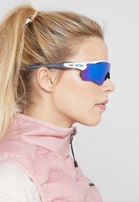 Oakley - RADAR EV PATH - Sunglasses - sapphire - 3