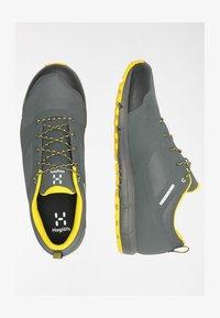 Haglöfs - L.I.M LOW PROOF ECO - Hiking shoes - magnetite/signal yellow - 2