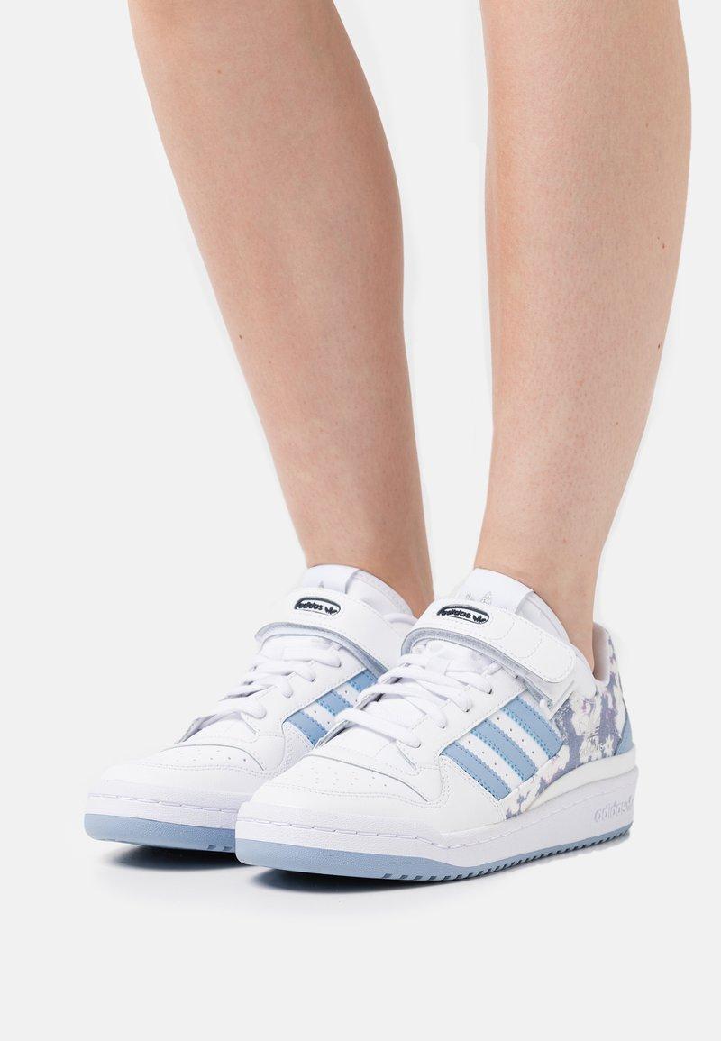 adidas Originals - FORUM  - Sneakers - footwear white/ambient sky/legend ink