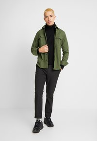 Knowledge Cotton Apparel - LONG SLEEVE MOLESKIN - Camicia - green forest - 1