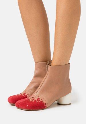 STIVALETTO PIEDE TACCO BASSO - Classic ankle boots - nude/chili pepper