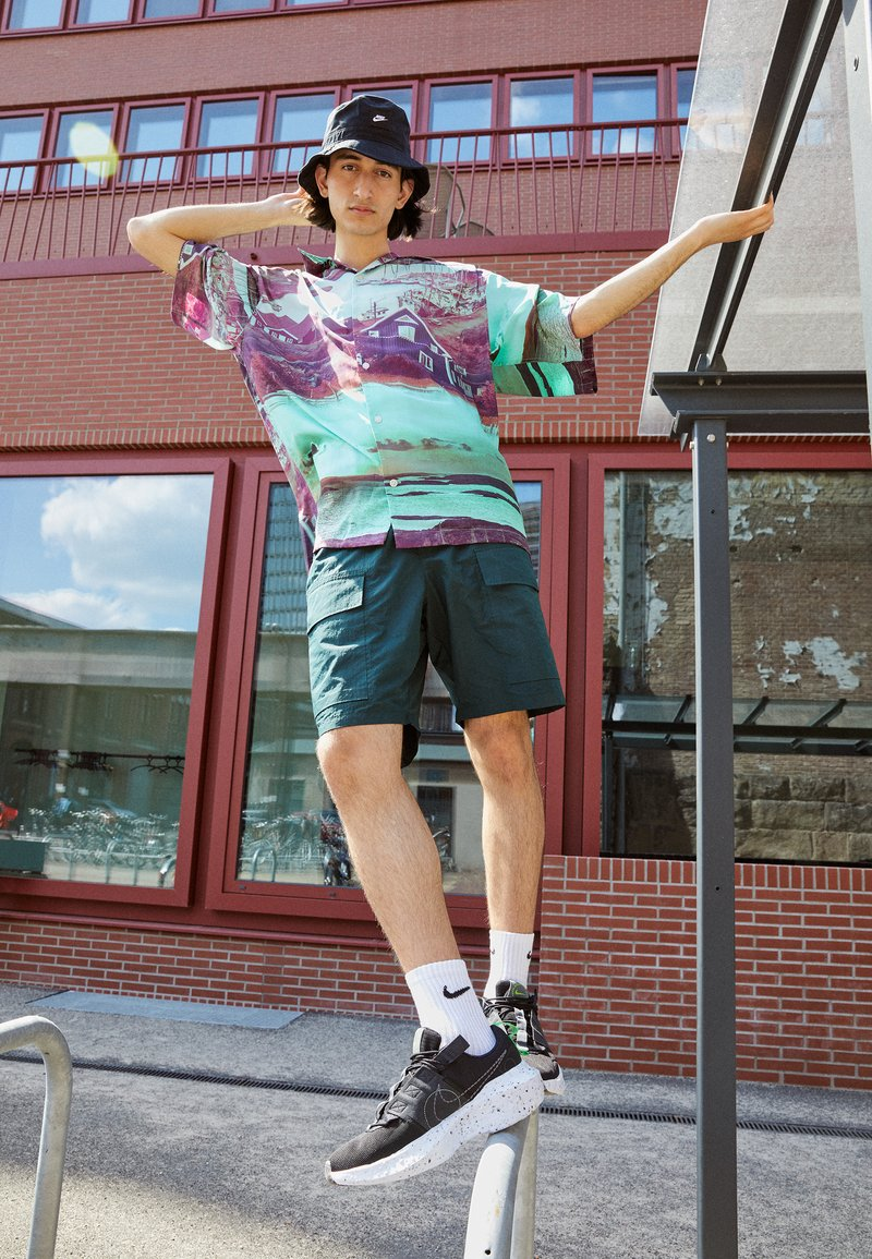 Nike Sportswear - CRATER IMPACT  - Sneakers basse - black/iron grey-off noir-dk smoke grey-mean green-white