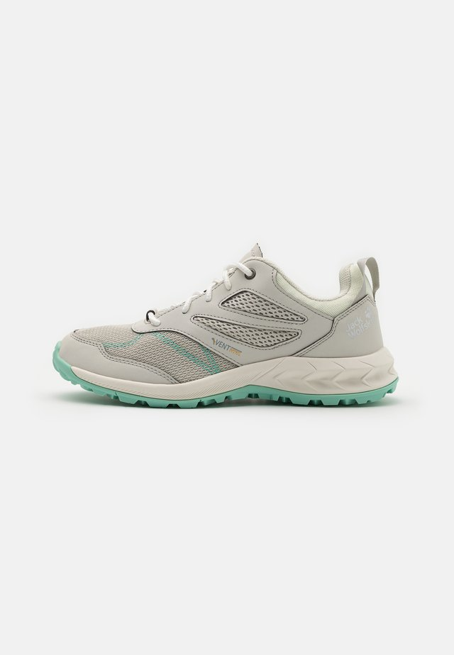 WOODLAND VENT LOW - Outdoorschoenen - light grey/light green