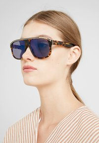 Marc Jacobs - Aurinkolasit - brown havana - 2