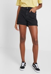 Vero Moda - VMNINETEEN LOOSE MIX NOOS - Denim shorts - black - 0