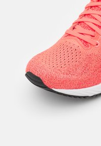 ASICS - GEL DS TRAINER 26 - Neutral running shoes - blazing coral/black - 5