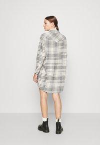 Wrangler - OVERSHIRT DRESS - Shirt dress - whisper white - 2