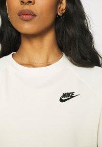 Nike Sportswear - Sweatshirt - coconut milk/black - 4