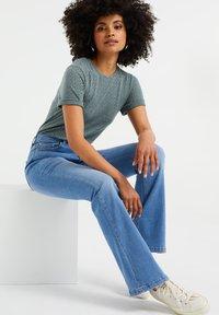 WE Fashion - Basic T-shirt - moss green - 3