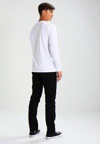 Wrangler - GREENSBORO - Straight leg jeans - black - 2