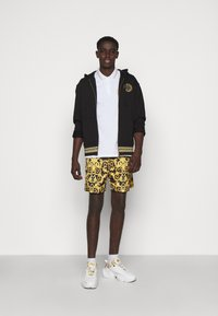 Versace Jeans Couture - CAMEO ALLOVER  - Shorts - black - 1