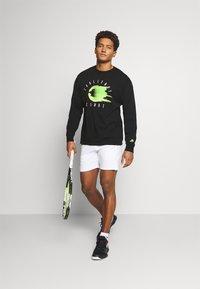 Nike Performance - TEE CHALLENGE - Long sleeved top - black - 1