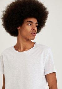 DeFacto - Basic T-shirt - white - 4