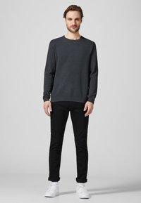 Produkt - PKTHNN  - Sweter - grey - 1