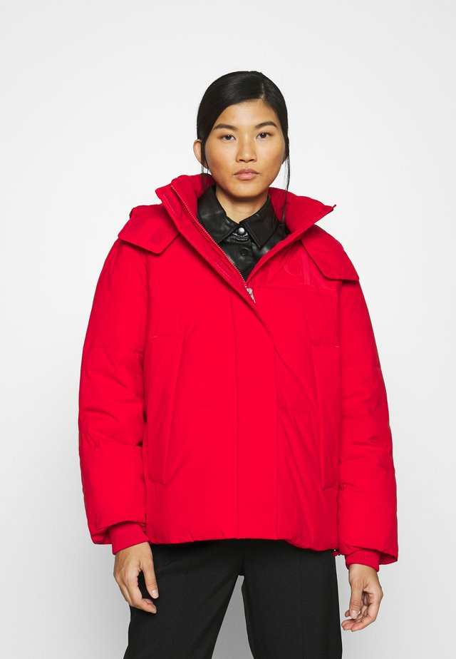 ECO PUFFER JACKET - Kurtka zimowa - red hot