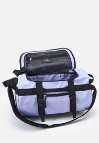 The North Face - BASE CAMP DUFFEL - XS - Torba sportowa - sweet lavender/black - 3