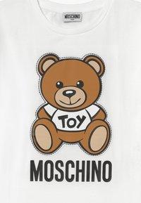MOSCHINO - MAXI  - Print T-shirt - optical white - 3